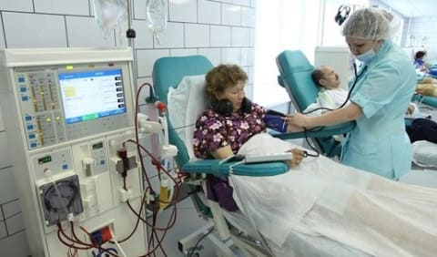 Проведение сеанса гемодиализа в диализном зале